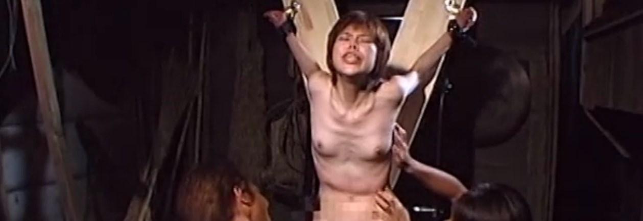 くすぐられながら電マで強制アクメさせられる女の子
