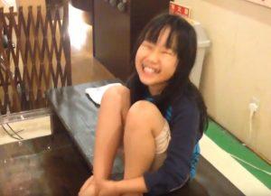 女子小学生がドクターフィッシュに初チャレンジ!くすぐったがる様子にほのぼのするYoutube動画!
