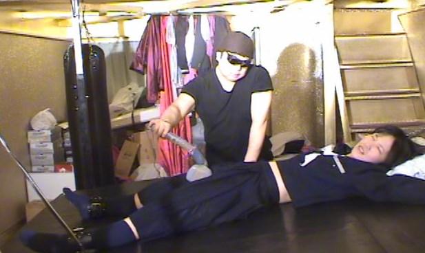 セーラー服のショートカット美少女が電マアクメ後強制ツボ入れくすぐりで苦しむ