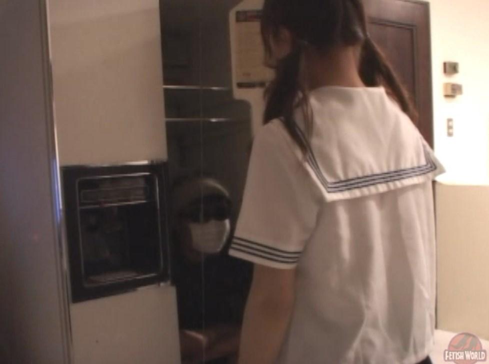 セーラー服JKがくすぐられて可愛らしく悶絶するエロ画像56枚目
